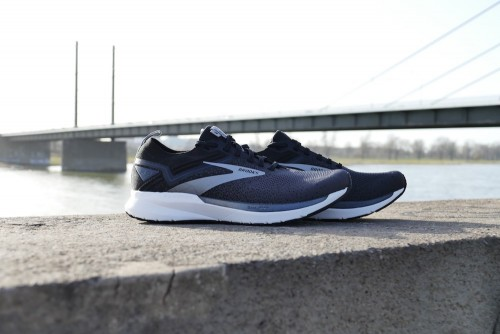 Test: BROOKS Ricochet 3
